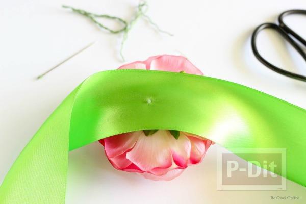 รูป 2 ดอกไม้ติดข้อมือสวยๆ ทำจากดอกไม้พลาสติก