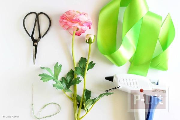รูป 6 ดอกไม้ติดข้อมือสวยๆ ทำจากดอกไม้พลาสติก