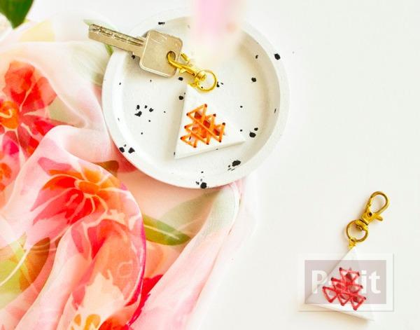 พวงกุญแจ ทำจากดินน้ำมัน ร้อยเชือกสีสวย