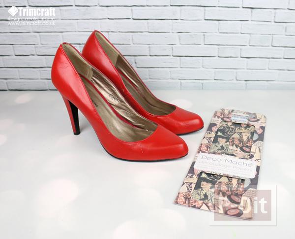 รูป 2 รองเท้าเก่า ลายใหม่ จากกระดาษหนังสือพิมพ์