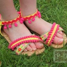 รองเท้ารัดส้น ประดับปอมๆ สีสด น่ารักๆ