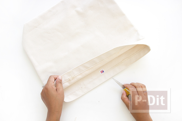 รูป 7 เปลี่ยนหูกระเป๋าผ้า เป็นสายหนังเข็มขัด เย็บด้ายสีสด