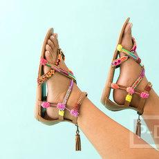 รองเท้ารัดส้น ประดับสายรองเท้า จากสร้อยแขน ปอมๆสีสด