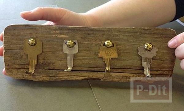 รูป 5 ทำที่แขวนพวงกุญแจ จากกุญแจเก่าๆ ติดแผ่นไม้