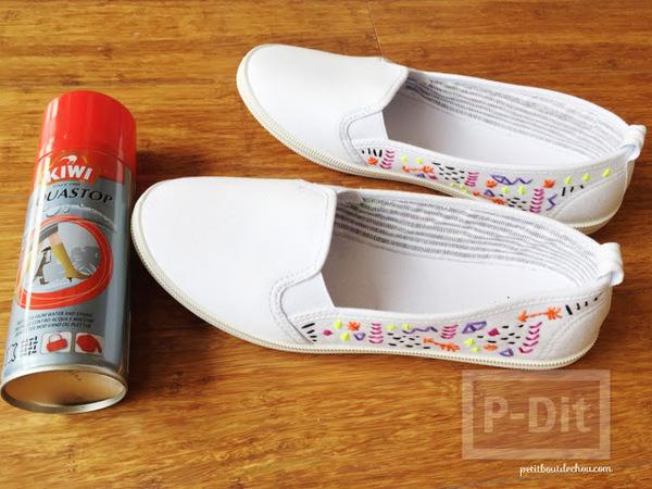 ตกแต่งรองเท้าผ้าสีขาว ปักลายสวย