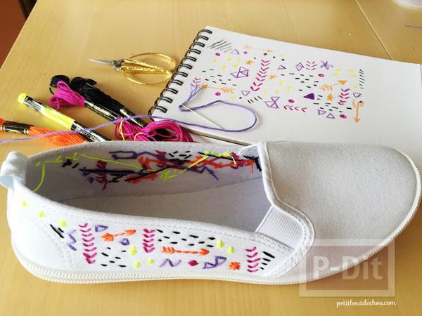 รูป 4 ตกแต่งรองเท้าผ้าสีขาว ปักลายสวย