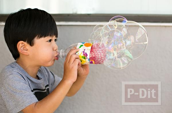 รูป 1 ของเล่นเด็ก เป่าฟองสบู่ จากขวดพลาสติกหุ้มตาข่าย