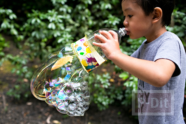 รูป 6 ของเล่นเด็ก เป่าฟองสบู่ จากขวดพลาสติกหุ้มตาข่าย