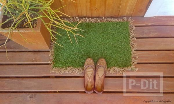 รูป 2 พรมเช็ดเท้าทำจากหญ้าปลอม ตกแต่งขอบด้านข้างด้วยเชือก