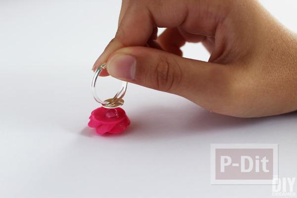 รูป 3 แหวนดอกกุหลาบ ทำจากดอกไม้พลาสติก