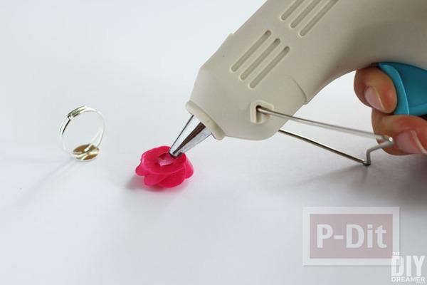 รูป 5 แหวนดอกกุหลาบ ทำจากดอกไม้พลาสติก