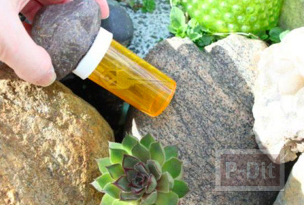 รูป 1 ก้อนหินติดกาว ประดับขวดซ่อนกุญแจ