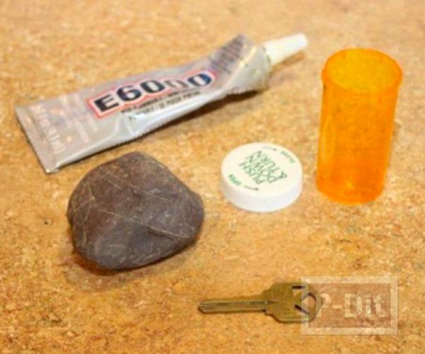 รูป 2 ก้อนหินติดกาว ประดับขวดซ่อนกุญแจ