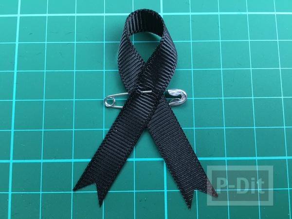 รูป 1 วิธีทำโบว์สีดำ ที่แขนเสื้อ แบบง่ายๆ