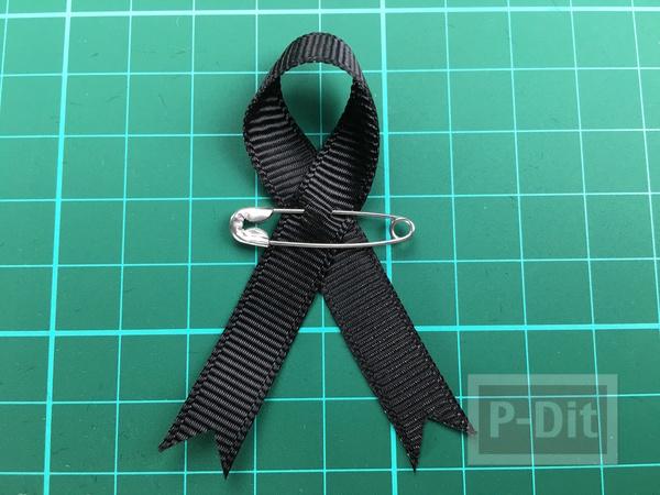 รูป 6 วิธีทำโบว์สีดำ ที่แขนเสื้อ แบบง่ายๆ