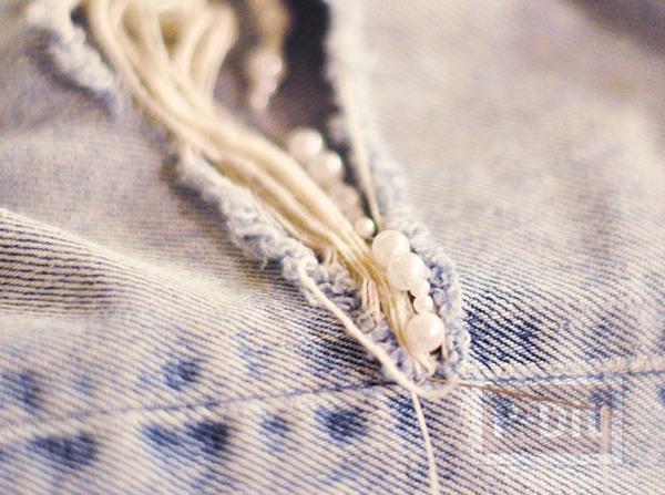 รูป 5 ตกแต่งกางเกงยีนส์ ร้อยเม็ดมุก ตรงรอยขาด