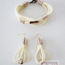 สร้อยข้อมือ ต่างหู ทำจากเชือก ประดับเม็ดบีท(beads)