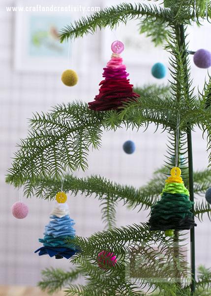 รูป 2 ต้นคริสต์มาส ต้นเล็กๆประดับ เทศกาลคริสต์มาส