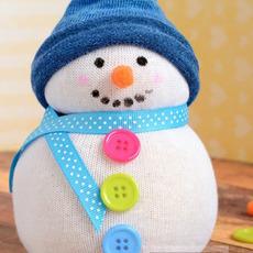 ตุ๊กตาหิมะ ทำจากถุงเท้า ติดกระดุม ผูกโบว์ น่ารักๆ