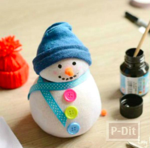 รูป 5 ตุ๊กตาหิมะ ทำจากถุงเท้า ติดกระดุม ผูกโบว์ น่ารักๆ