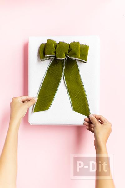 รูป 2 ไอเดียผูกโบว์ห่อกล่องของขวัญ เทศกาลปีใหม่ คริสต์มาส