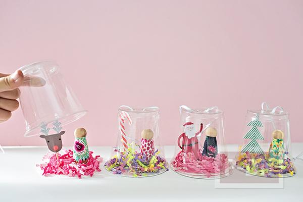 รูป 3 โมบายประดับต้นคริสต์มาส ทำจากแก้วพลาสติก