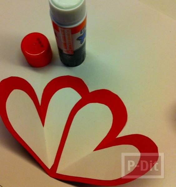 รูป 4 ดอกไม้ ทำจากกระดาษรูปหัวใจ เกสรช็อคโกแลต
