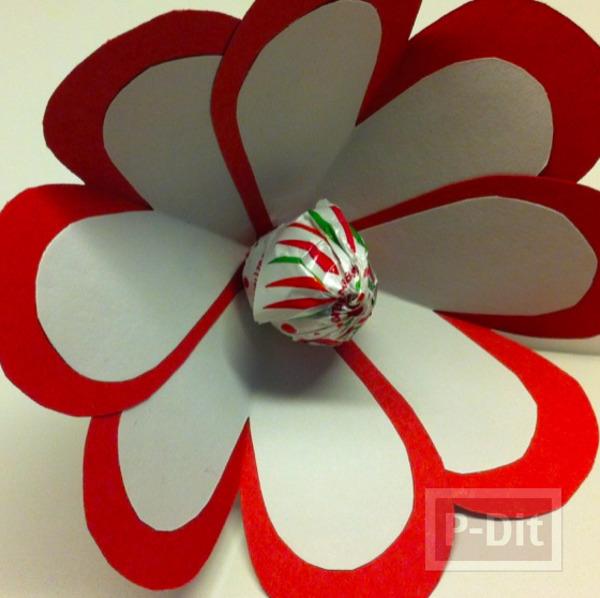 รูป 5 ดอกไม้ ทำจากกระดาษรูปหัวใจ เกสรช็อคโกแลต