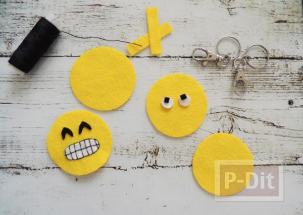รูป 2 พวงกุญแจน่ารักๆ เย็บเอง ลาย Emoji
