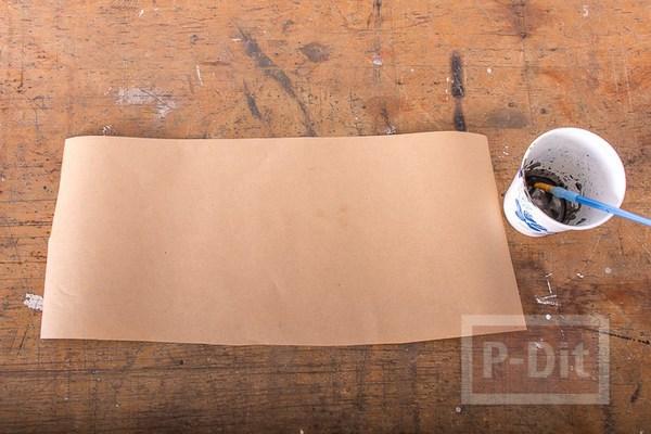 รูป 3 ตกแต่งลายกระดาษห่อของขวัญ ด้วยสะเก็ดสีน้ำ