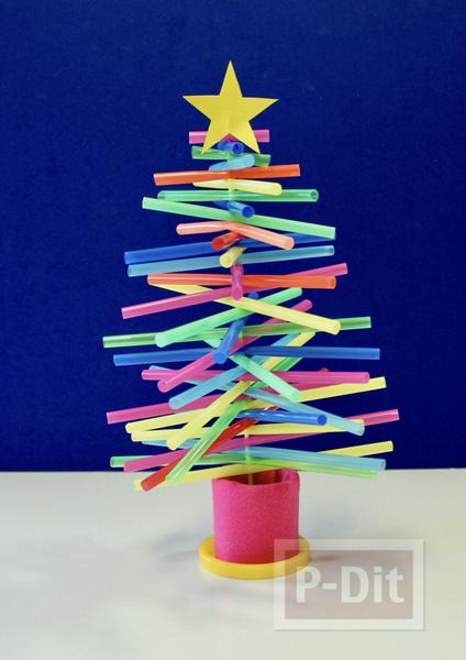 ต้นคริสต์มาส ทำจากหลอดสีสด
