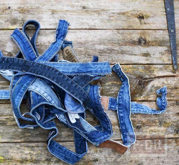 รูป 7 พรมเช็ดเท้า ตกแต่งจากขอบกางเกงยีนส์ เก่าๆ