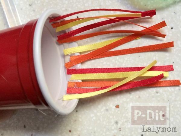 รูป 3 จรวดทำเองแบบง่ายๆ จากแก้วพลาสติก กับที่ใส่แกนกระดาษทิชชู