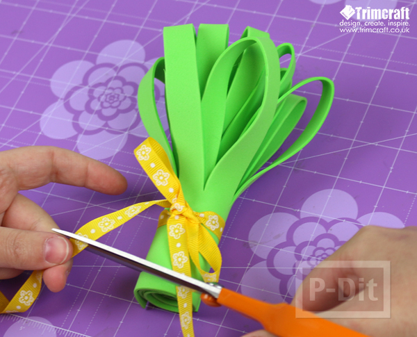 รูป 7 ดอกไม้ประดับ ทำจากแผ่นพลาสติก
