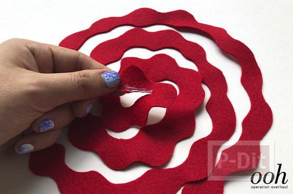 รูป 6 สอนทำดอกกุหลาบจากผ้าสักกะหลาด