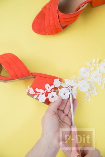 รูป 4 ตกแต่งรองเท้าส้นสูง ติดลายดอกสีขาวน่ารัก