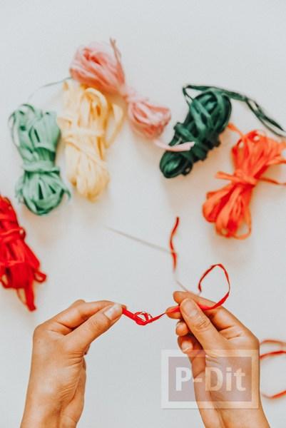 รูป 3 กระเป๋าถือ ปักลายดอก จากเชือกสีสวย