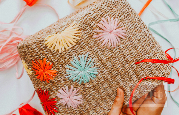 รูป 5 กระเป๋าถือ ปักลายดอก จากเชือกสีสวย