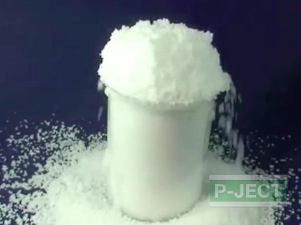 รูป 5 หิมะปลอม ทำจากโซเดียมโพลิอะคริเลต (sodium polyacrylate)