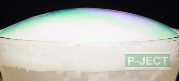 รูป 6 ทำลูกโป่งฟองใหญ่ๆ จากน้ำแข็งแห้ง (บอลน้ำแข็ง)
