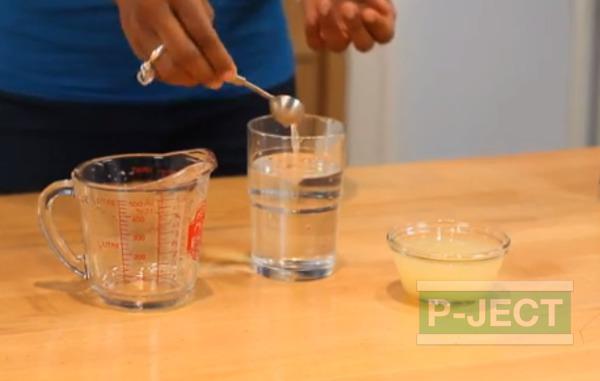 รูป 1 น้ำอัลคาไลน์ Alkaline ผสมจาก น้ำเปล่า กับน้ำมะนาวคั้นสด