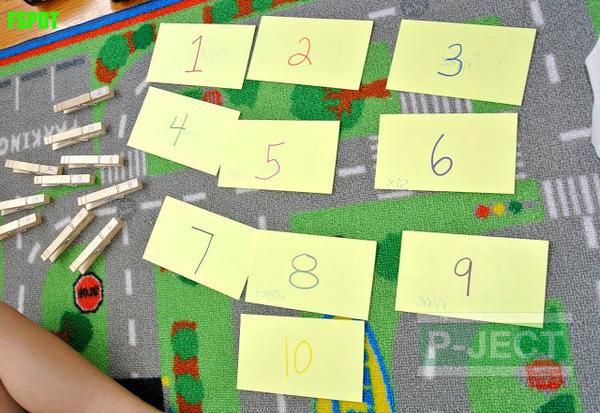 จับคู่ตัวเลข จากกระดาษและไม้หนีบผ้า