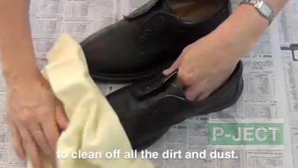 รูป 2 สอนทำความสะอาดรองเท้าหนัง