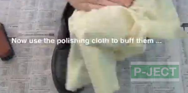 รูป 6 สอนทำความสะอาดรองเท้าหนัง