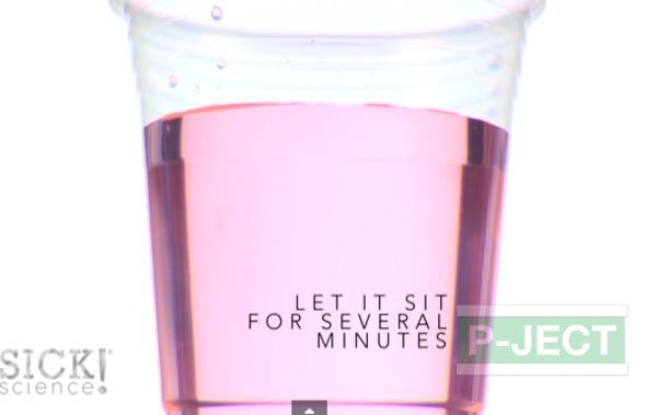 ทำการทดลอง สารฟอกขาว กับน้ำสี