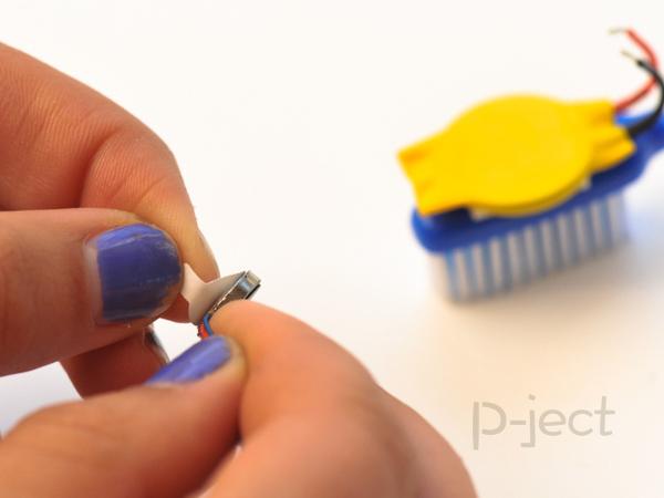 รูป 4 แปรงสีฟันหุ่นยนต์ หมุนไปมา