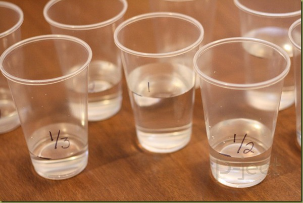 รูป 1 สอนเศษส่วน จากน้ำในแก้ว พลาสติก