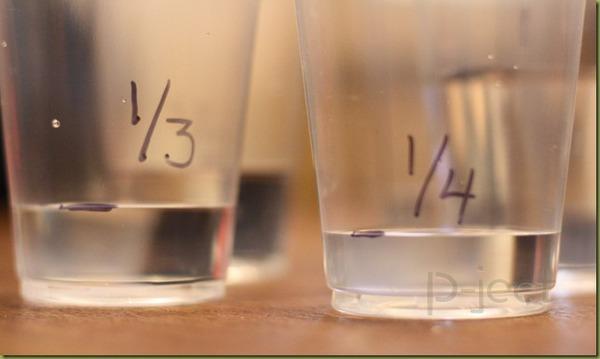 รูป 2 สอนเศษส่วน จากน้ำในแก้ว พลาสติก