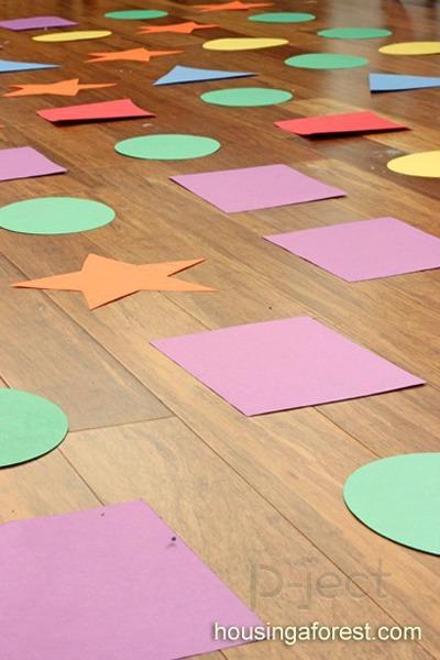 รูป 3 กิจกรรมในร่ม เรียนรู้เรื่องสี และรูปร่าง