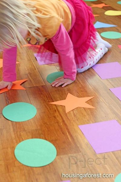 รูป 5 กิจกรรมในร่ม เรียนรู้เรื่องสี และรูปร่าง